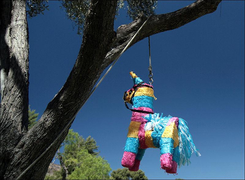 800px-Piñata_in_San_Diego